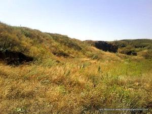 Это, собственно маленькая территория огороженная холмами.