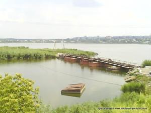 Понтонный мост, чтобы перейти на Аляуды.