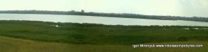В режиме Панорама камыши толще чем река.